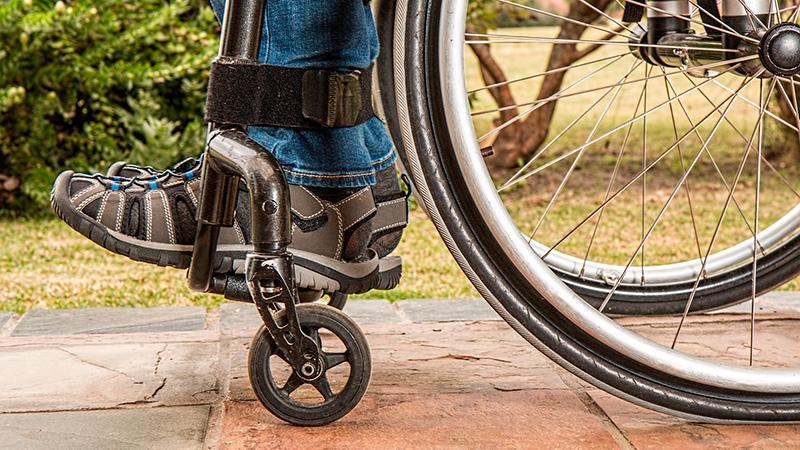 maceio recebe cadeiras adaptadas para acesso de deficientes